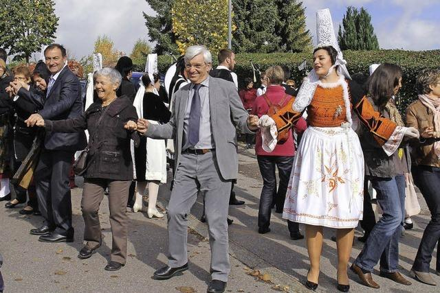 Musik und Tanz am Kirchplatz