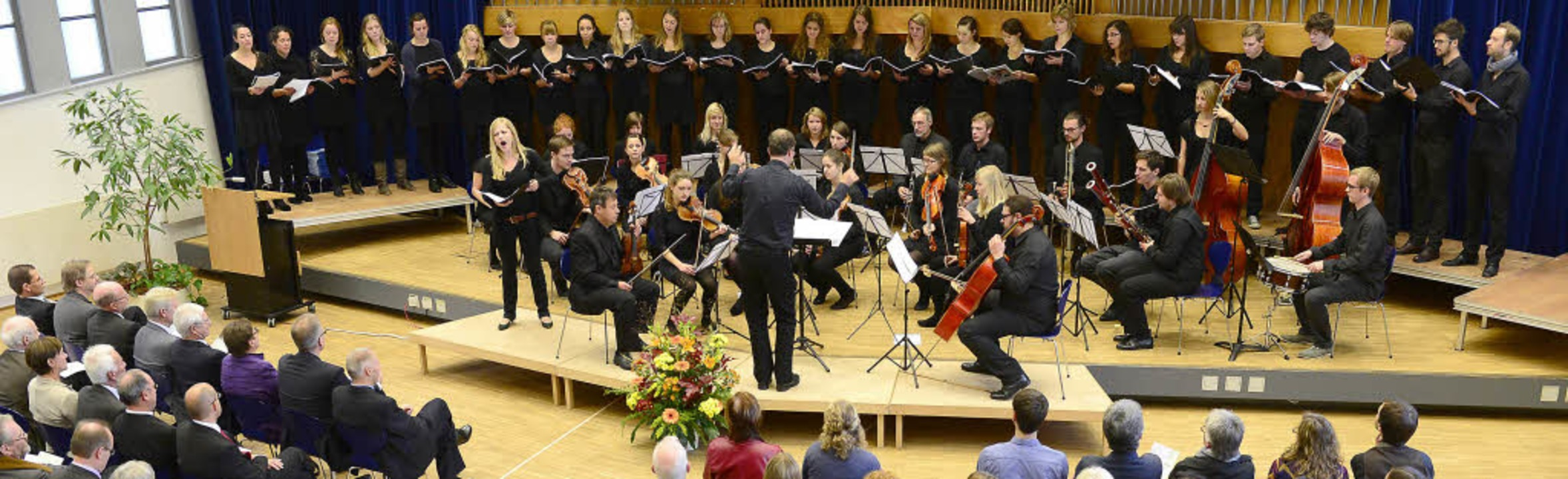 Orchester und Kammerchor begleiteten d...n Jahres der Pädagogische Hochschule.   | Foto: Ingo Schneider
