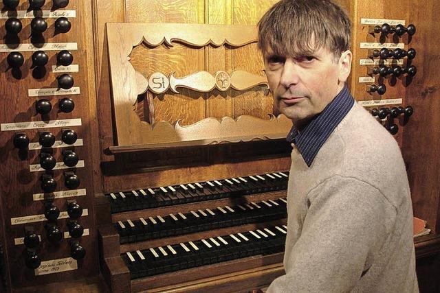 Titularorganist Louis Patrick Ernst spielt in der Kirche St. Peter und Paul
