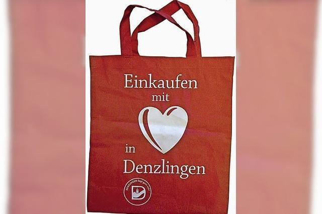 Einkaufstaschen mit rotem Herz