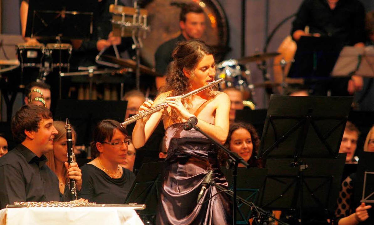 Bundespreisträgerin mit der Querflöte:...mpella im Solo in der Sternenberghalle  | Foto: Heidi Foessel