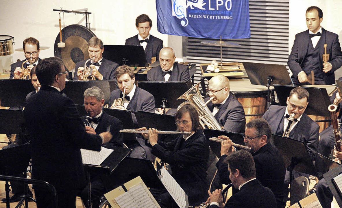 Das Landespolizeiorchester begeisterte...und wurde mit großem Beifall belohnt.   | Foto: Christiane Franz