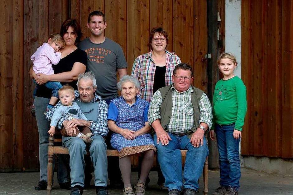 Vier Generationen auf einem Bild: Die Frenks vom Lindenhof in Schwanau-Nonnenweier. (Foto: Breithaupt)