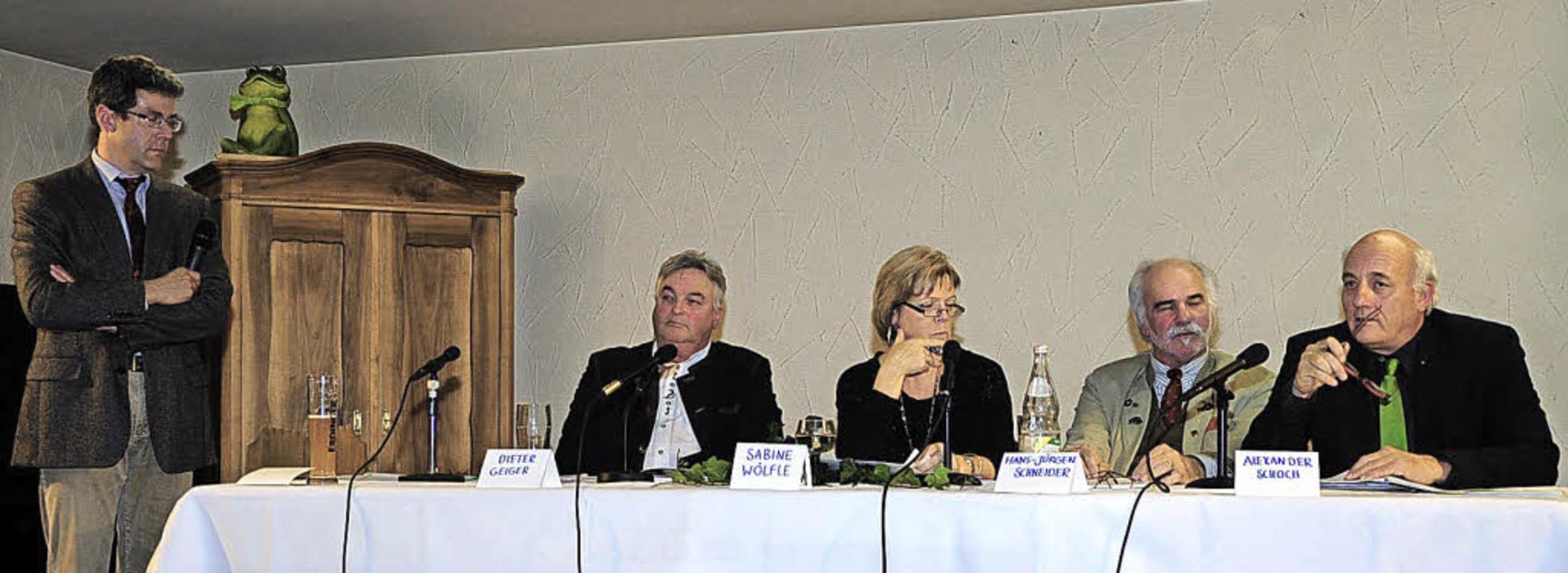 Lebhafte Diskussionen mit Vertretern a...lpunkt der Versammlung des Hegerings.   | Foto: Fotos: Horst Dauenhauer