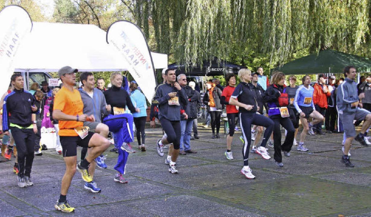 Warm-up vor dem Halbmarathon.  | Foto: Hans Jürgen Kugler