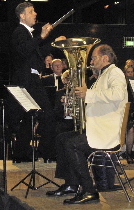 Heiko Triebener überzeugte an der Solo-Tuba  | Foto: Hildegard Karig