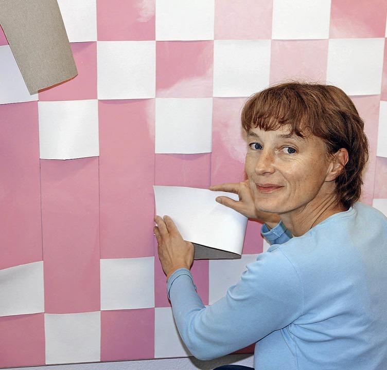 Sie webte ihr Kunstwerk: Künstlerin An...tsymposium in Ehrenkirchen dabei war.   | Foto: Janzer