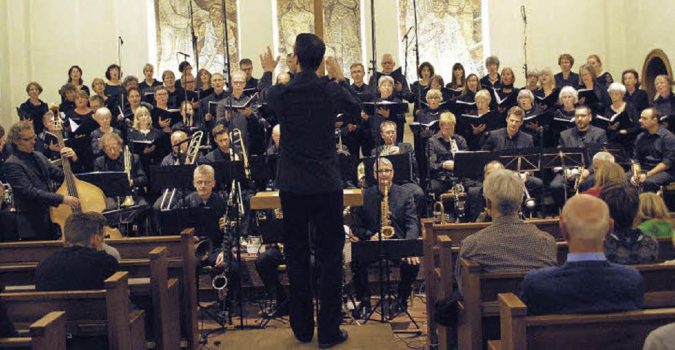 Komponist Grottschreiber dirigierte da...chestra und die Kantorei Rheinfelden.   | Foto: Loisl Mink