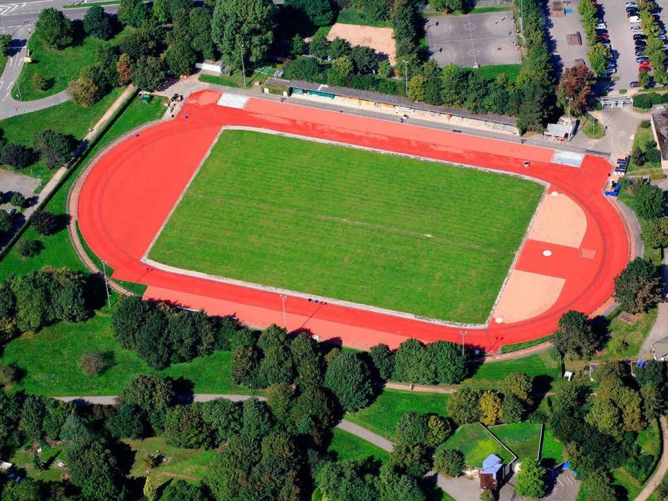 Leuchtend rot: Das Grüttpark-Stadion nach der Sanierung   | Foto: Erich Meyer