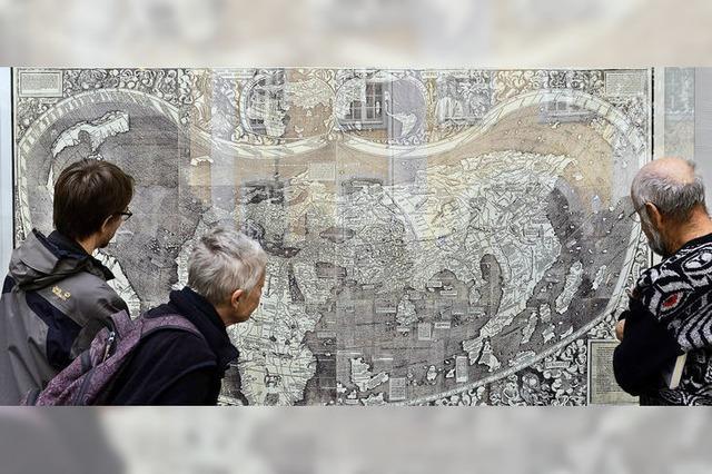 Reproduktion der Weltkarte von Martin Waldseemüller ziert Universität