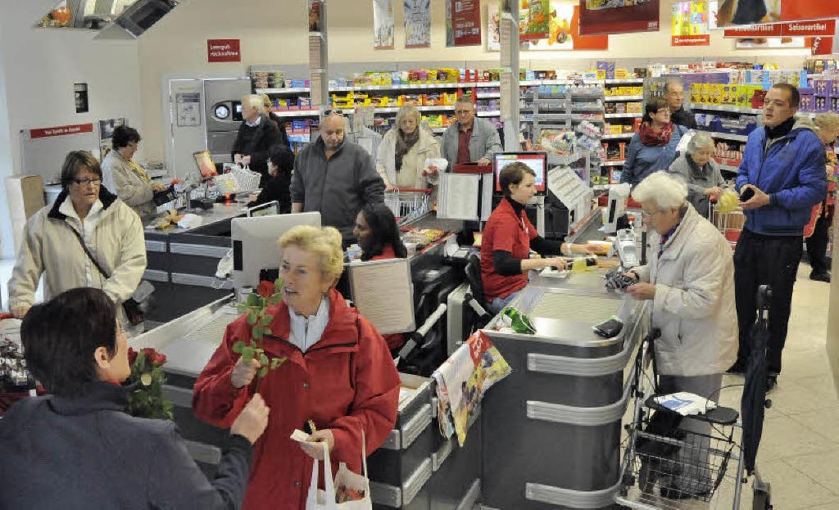 Endlich wieder einkaufen in der Nähe -...llsortimenter im Kauftreff gut besucht  | Foto: Markus Zimmermann