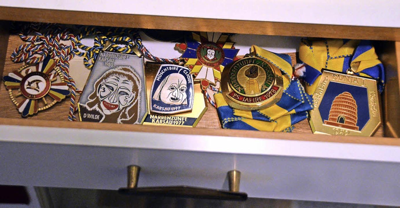 Plaketten aus vielen Jahren sind jetzt auch zu sehen.    Foto: Ingrid Böhm-Jacob