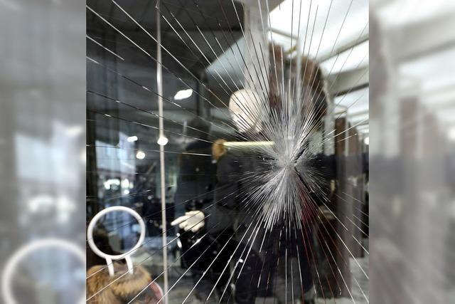 Nächtliche Attacke auf Schaufenster