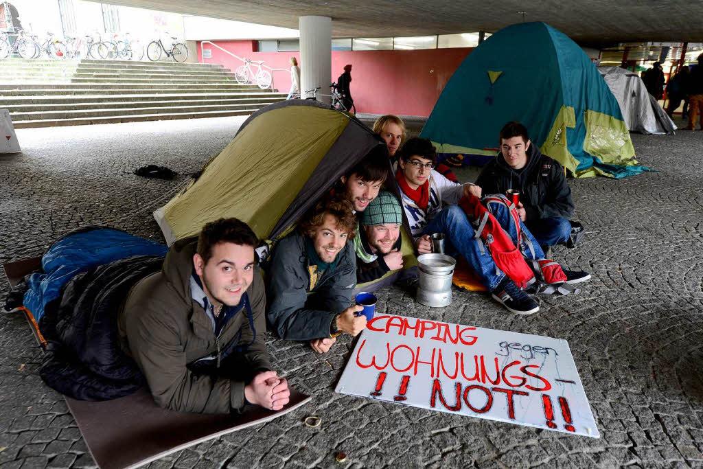 studenten protestieren gegen hohe mieten mit zeltlager freiburg badische zeitung. Black Bedroom Furniture Sets. Home Design Ideas