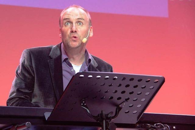 Andreas Müller bei der Comedy-Versammlung der Lahrer Volksbank