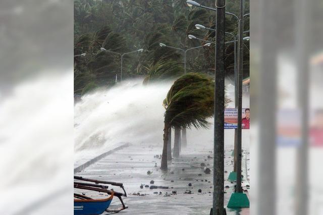 Auf den Philippinen verwüstet ein Taifun die Küste