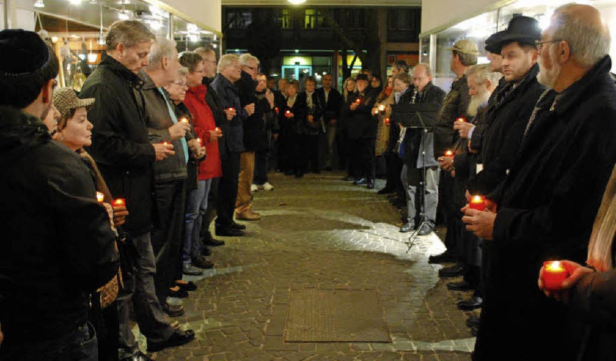 Die Mahnwache im Synagogengässchen ist...rrach eine Tradition zum 9. November.   | Foto: Thomas Loisl mink