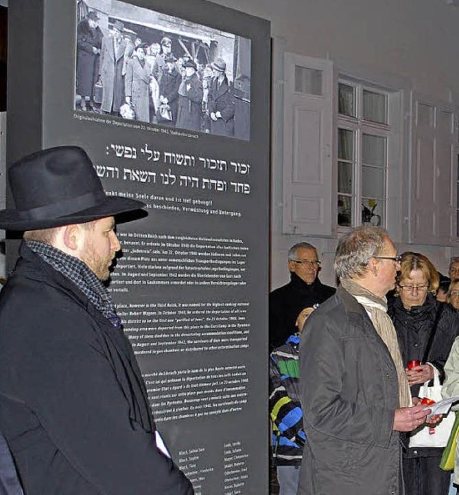 Bei der jüdisch-christlichen Gedenkfei...e die Station für eine kleine Andacht.  | Foto: Thomas Loisl Mink