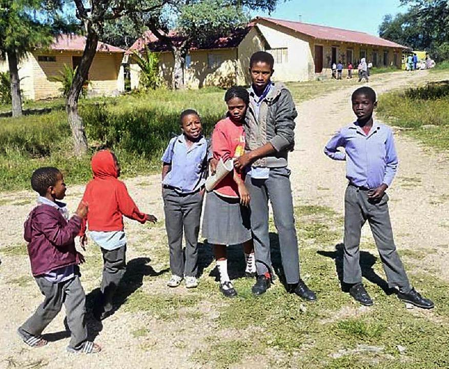 Jugendliche vor der Farmschule Baumgartsbrunn im Khomas-Hochland, Namibia   | Foto: privat