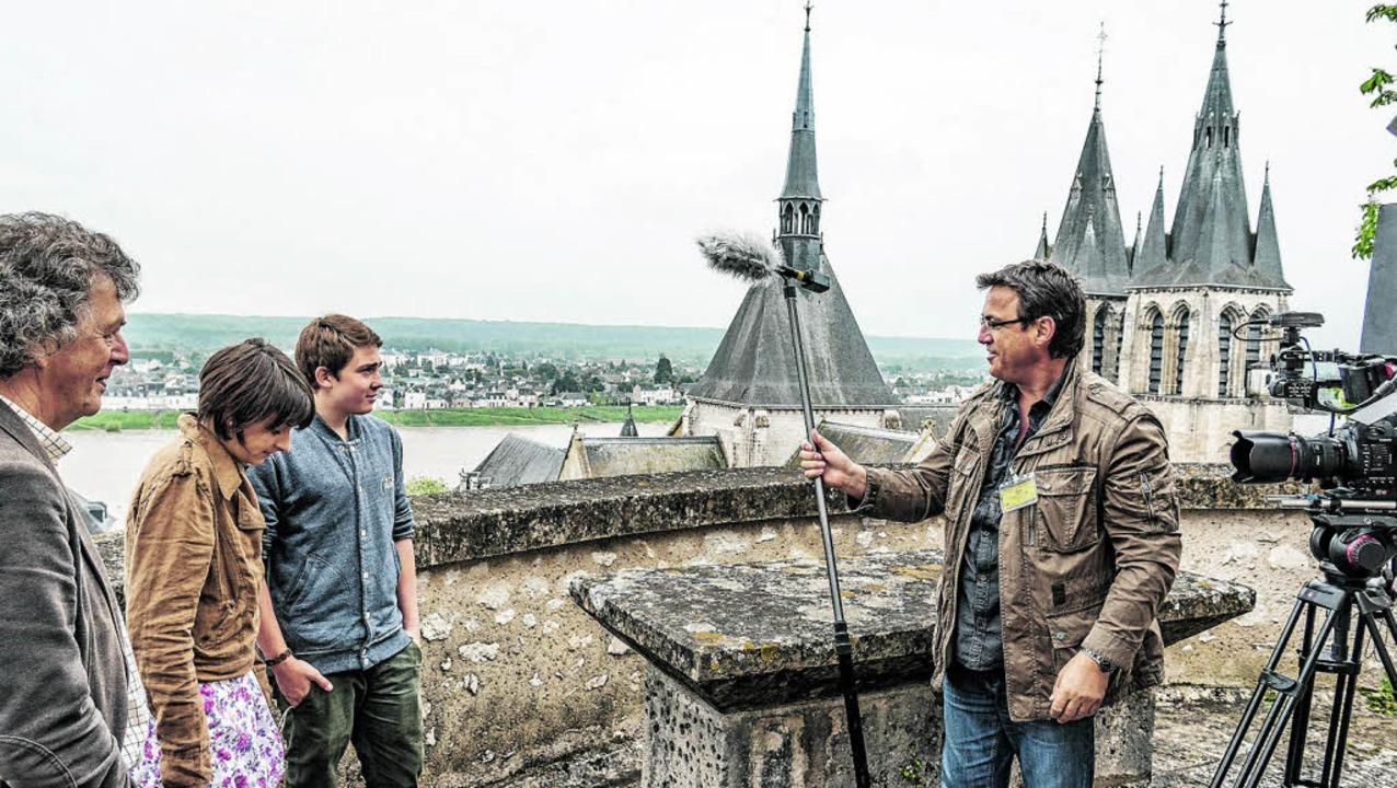 Produzent Rainer Jörger (rechts), Jean...p Kunz bei den Dreharbeiten in Blois.     Foto: Joerger Media