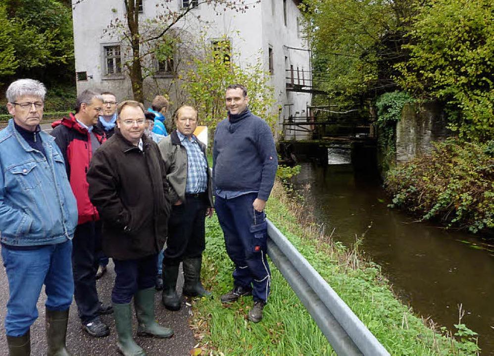 Gruppenbild vor der Nimburger Mühle  | Foto: Karlernst Lauffer