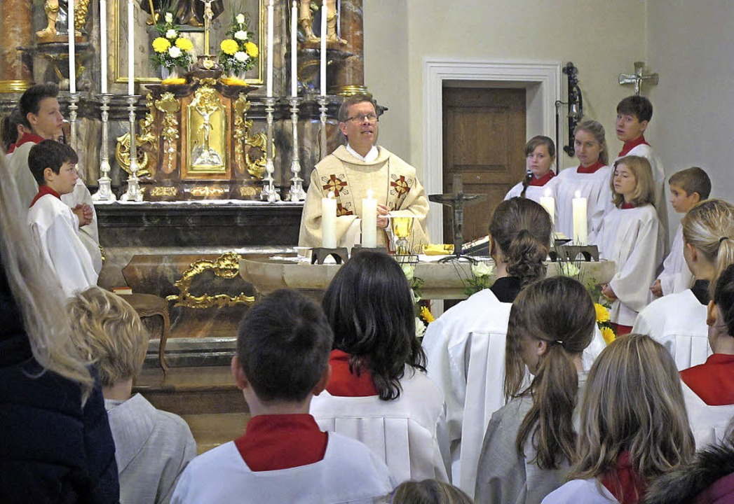 "Viele  Ministranten feierten mit Pfarr...ten ausmacht"", so Pfarrer Thum.   | Foto: Helmut Häringer"