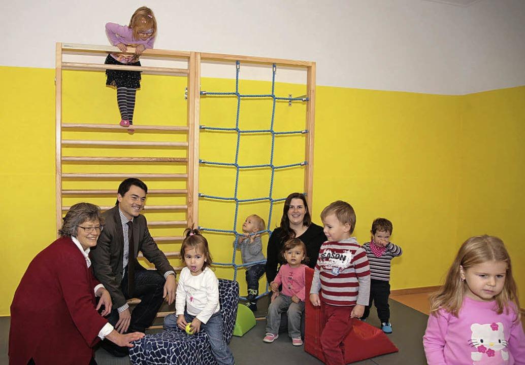 Henriette Gilbert, Bürgermeister Matth...Gruppe im evangelischen Kindergarten.     Foto: sandra decoux-kone