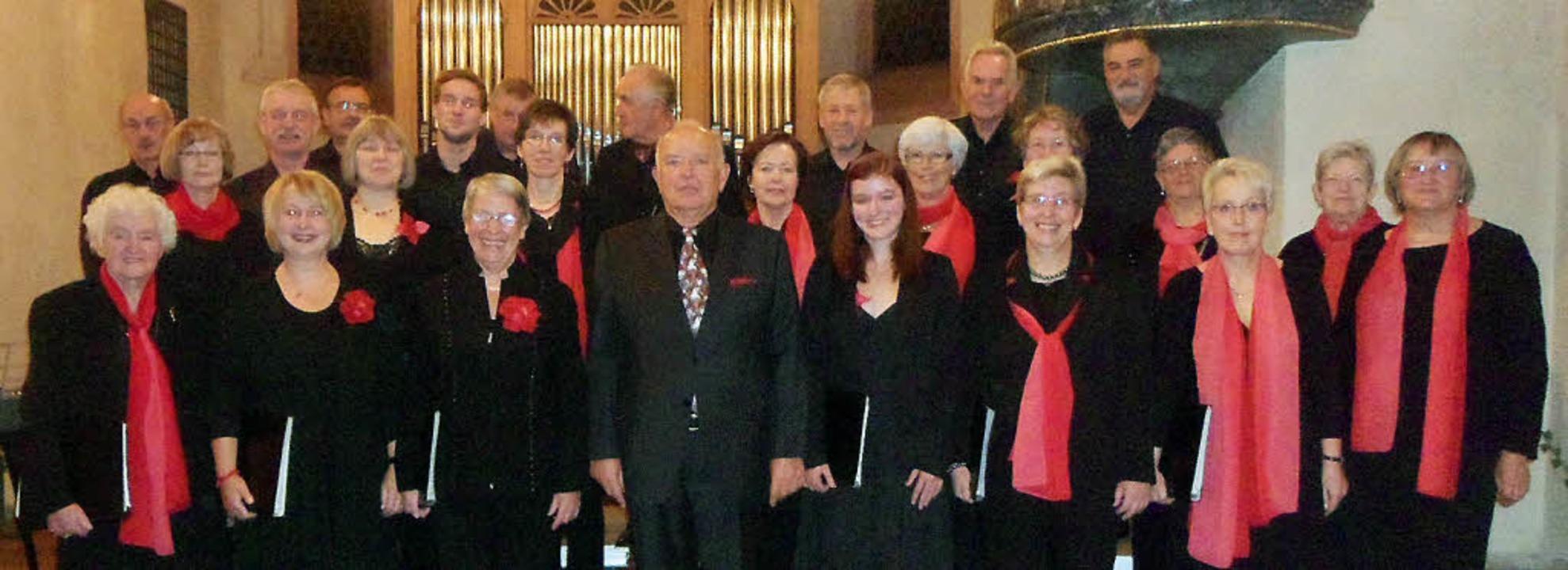 Berthold Brenneis (Mitte vorn) und der...gverein Feldberg beim Kirchenkonzert.   | Foto: Bianca Flier