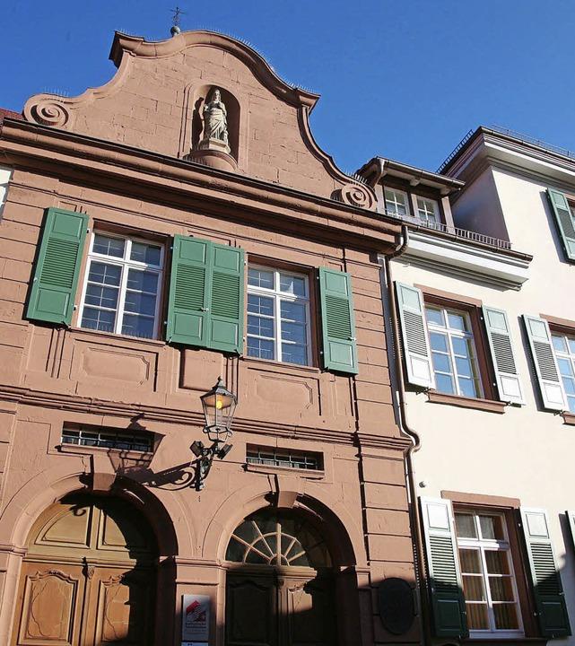 Mit den neuen Fensterläden ist die San... des Spitalgebäudes nun abgeschlossen.    Foto: sandra decoux-kone