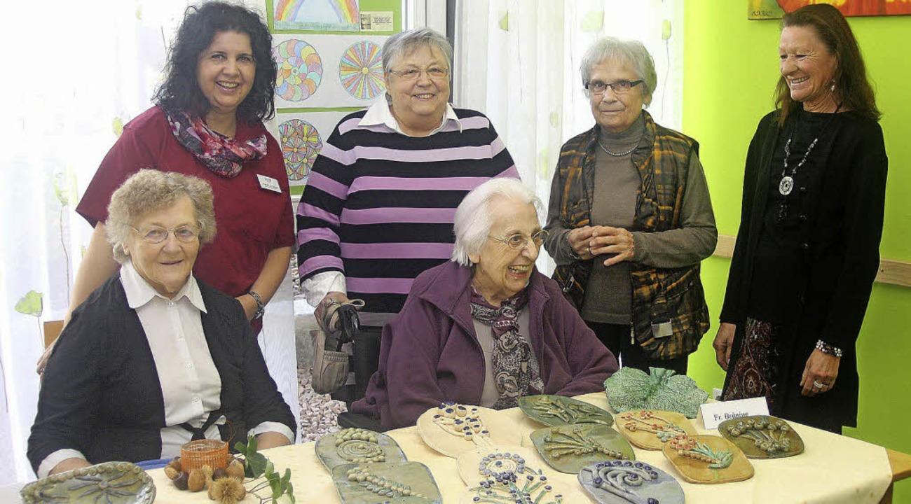 Herbstfest am Mühlehof: Bewohnerinnen präsentierten ihre Kreationen.     Foto: Heiner Fabry