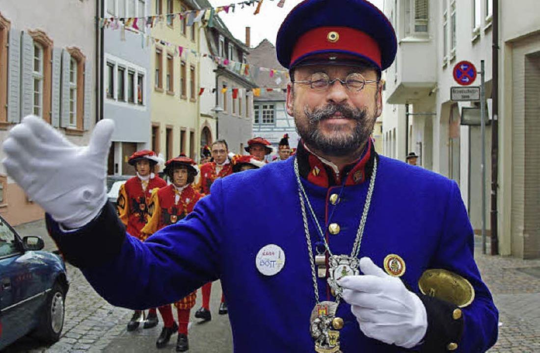 So kennen ihn die Offenburger seit 22 ...Er gibt das Amt an  Gerhard Karle ab.   | Foto: hrö