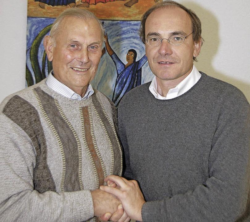 Glückwünsche nimmt Erwin Beck (links i... der Kolpingfamilie Wyhlen zu wirken.     Foto: heinz Vollmar