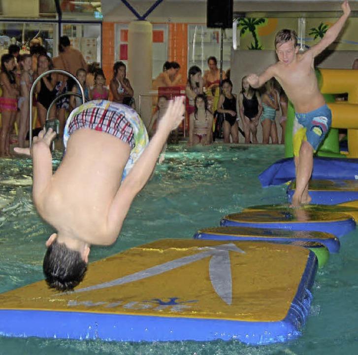 Actionreiche Pool-Party im Obermattenbad  | Foto: Andrea Steinhart