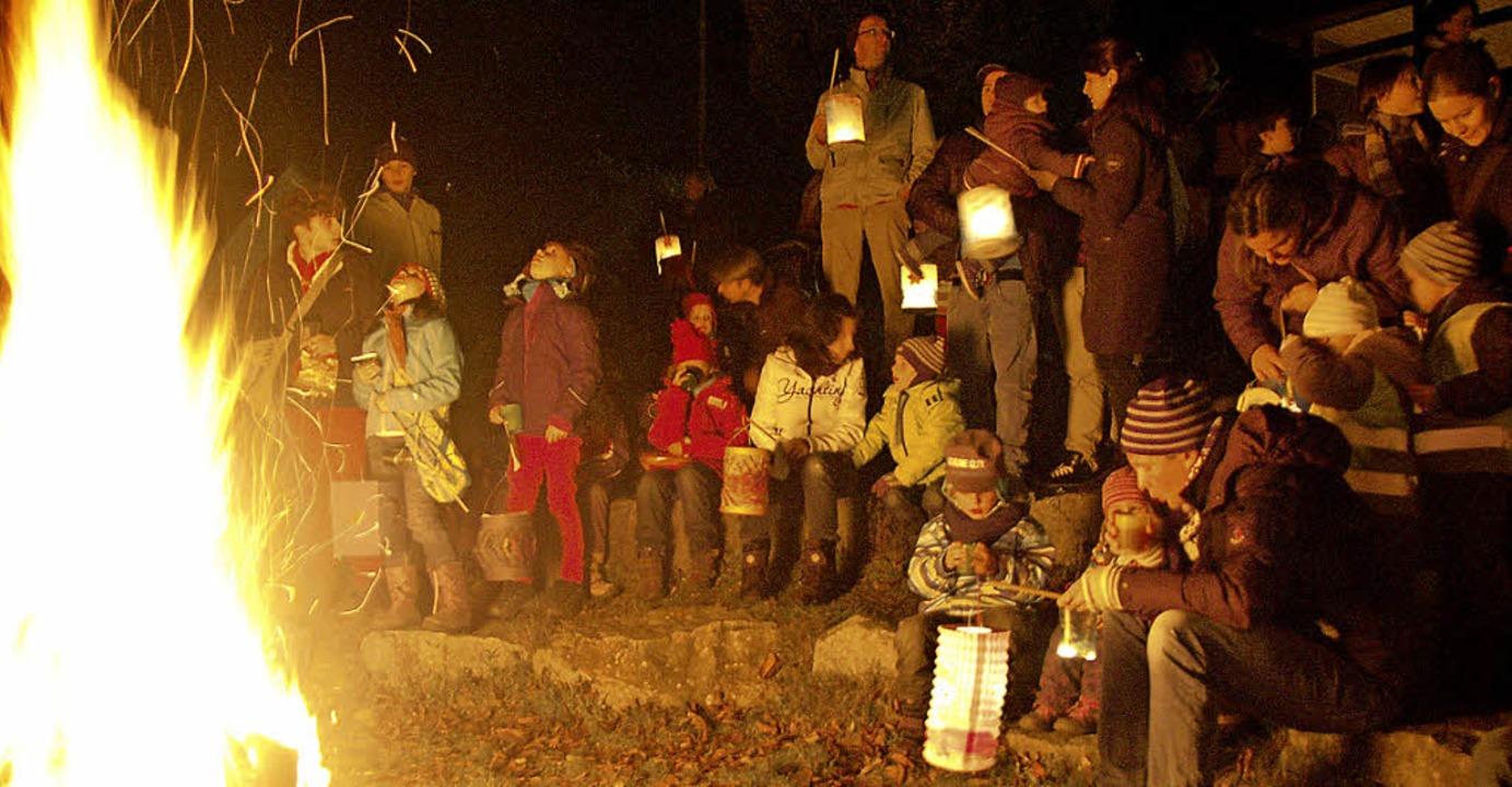 Der Martinsumzug am Abend des 11. Nove...ist in Gundelfingen nicht wegzudenken.    Foto: Andrea Steinhart