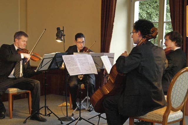 Der italienische Konsul verabschiedet sich mit Musik
