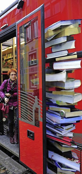 Auch der neue Bücherbus ist beim Vorlesetag dabei.   | Foto: Thomas Kunz
