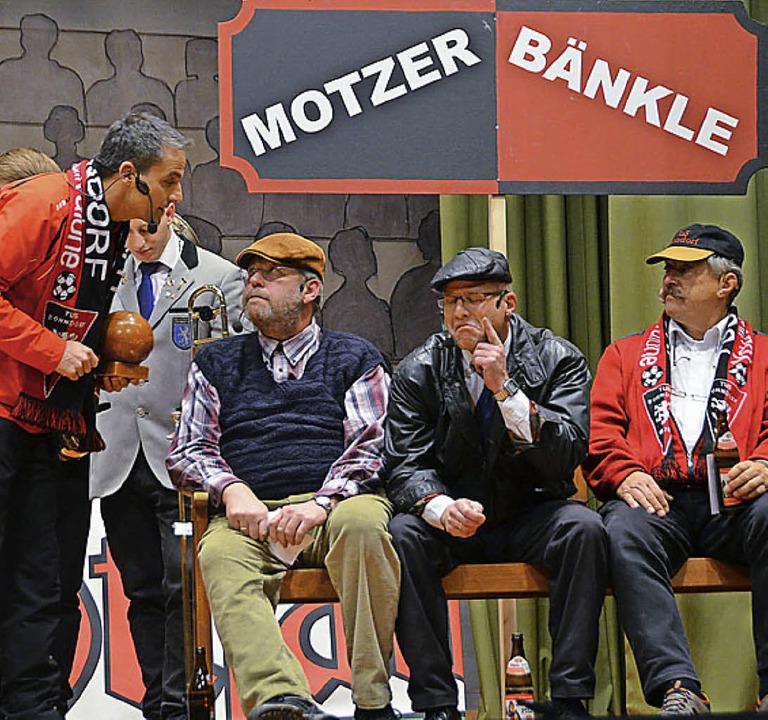 Auf dem Motzer Bänkle wird Tacheles geredet.  | Foto: Juliane Kühnemund