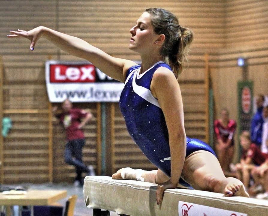 Das Foto zeigt Ronja Fürst am Balken.  | Foto: Wiedenmann