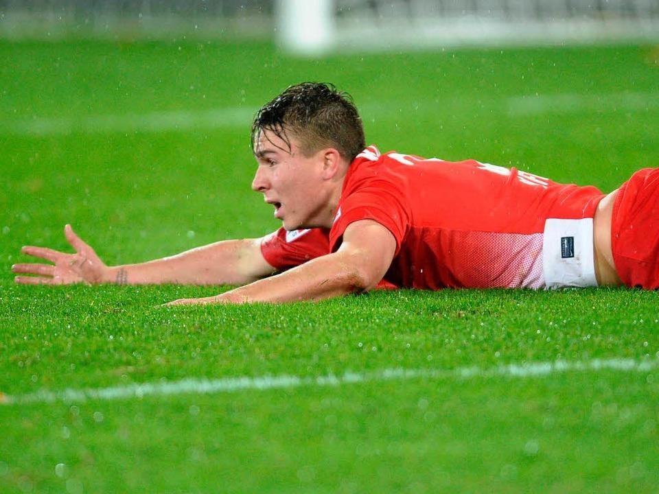 Nicht alle Spieler können nach der Pleite gegen Stuttgart durchschnaufen.  | Foto: dpa