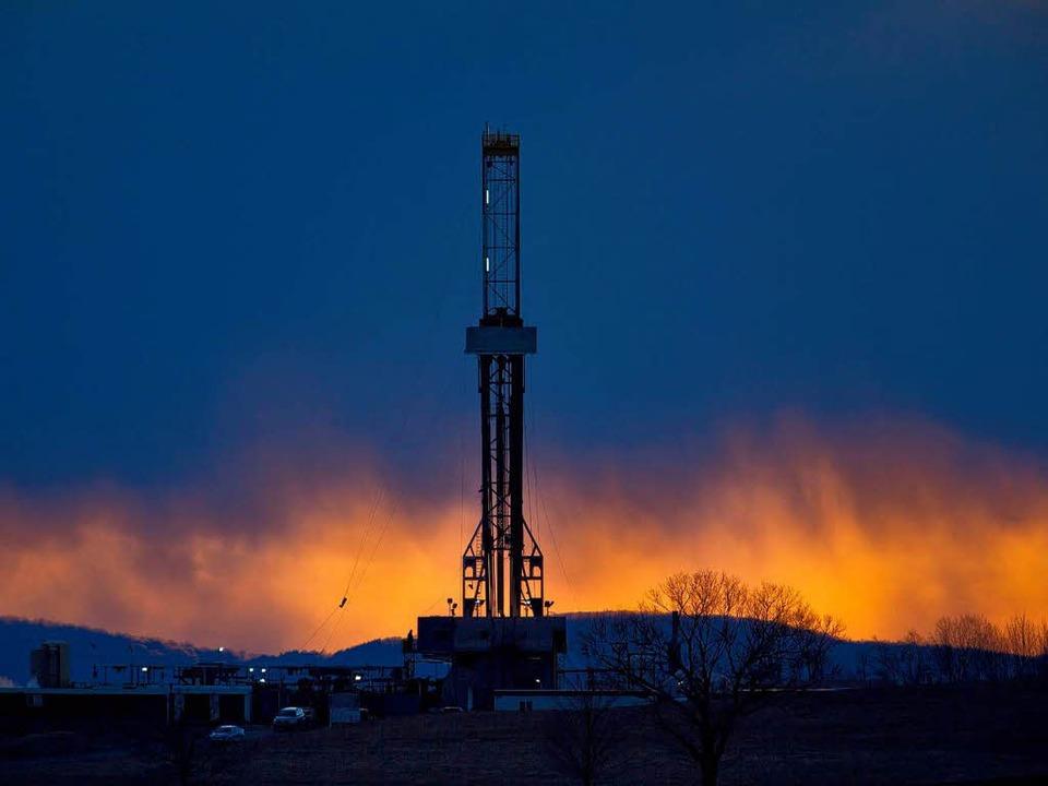 Schreckbild für die Bodensee-Anrainer:...winnung durch Fracking wie in den USA.  | Foto: dpa