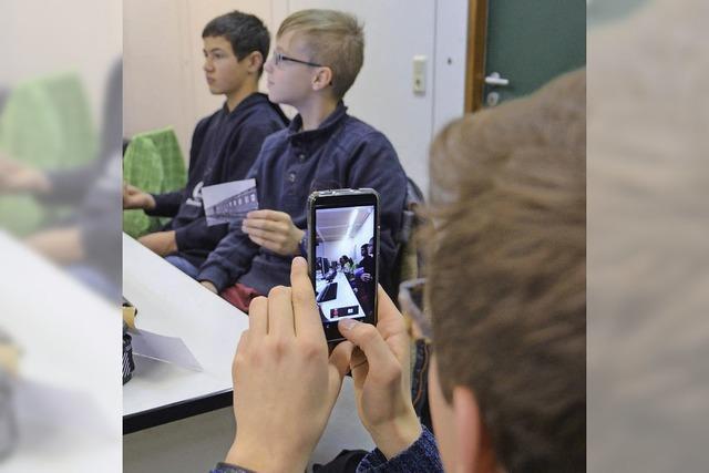 1. Neuenburger Medientag: 180 Schüler hinterfragen die Welt der Medien