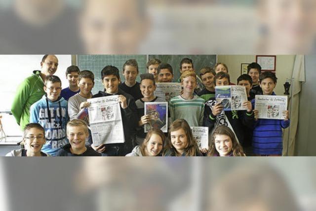 Zeitung besucht die Schule