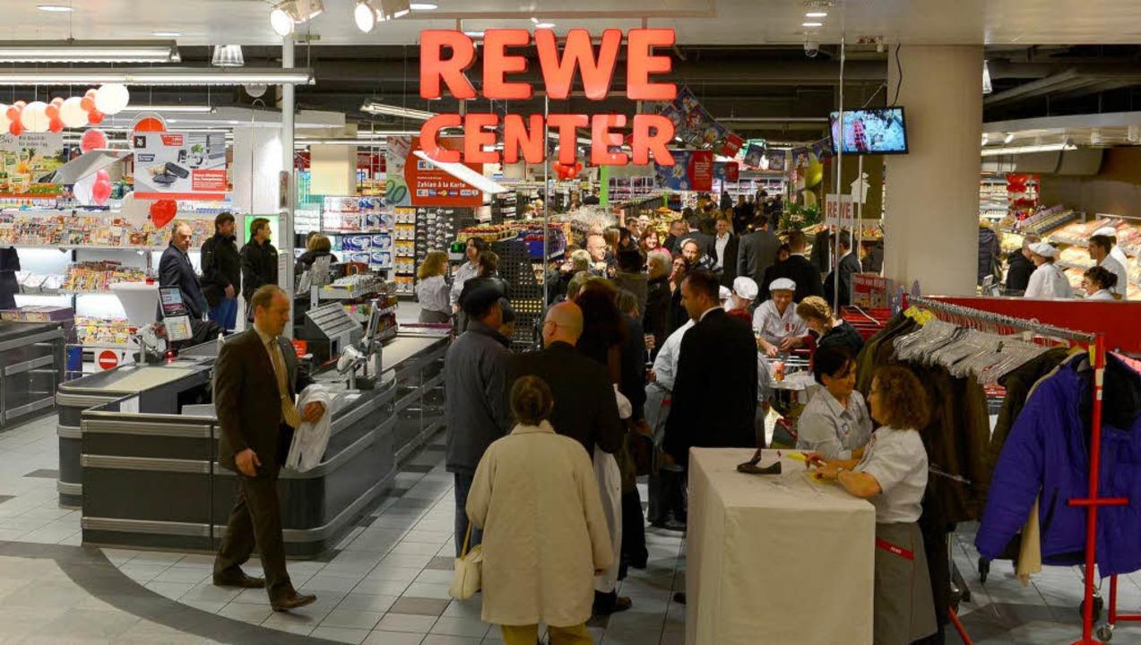 Im Karstadt -Souterrain gibt es ab Donnerstag ein Rewe-Center.   | Foto: Schneider