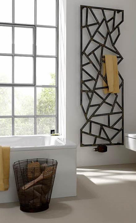 Das moderne Objekt an der Wand wärmt das Handtuch und das ganze Bad gleich mit.  | Foto: Bemm/dpa