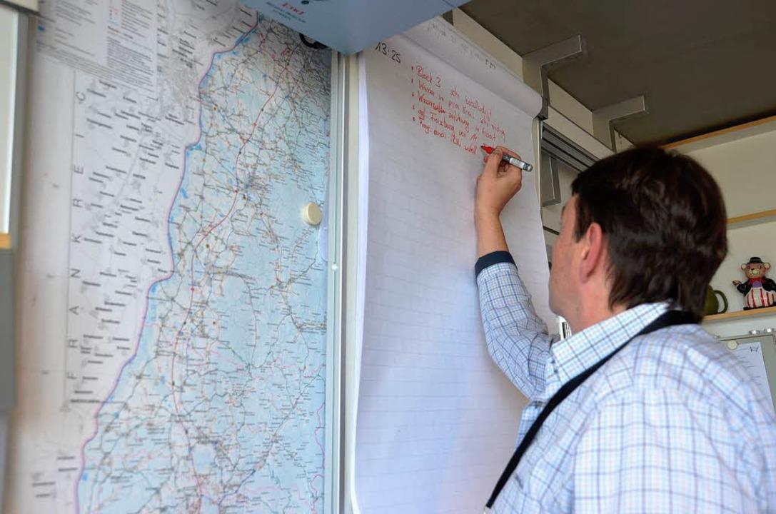 Die Übung im Regierungspräsidium wird protokolliert.  | Foto: Karen Bauer