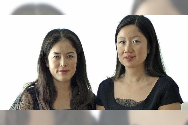 Akane Matsumura und Emi Uehlinger-Takahashi spielen im Schmiedenhof in Basel
