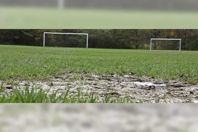 FC Wallbach: Der Platz verwandelt sich in eine Seenplatte