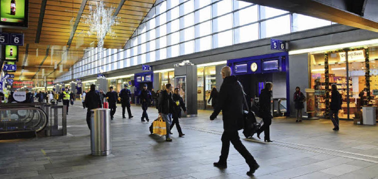 Eine zusätzliche Unterquerung soll die Passerelle im Bahnhof SBB entlasten.   | Foto: Annette Mahro