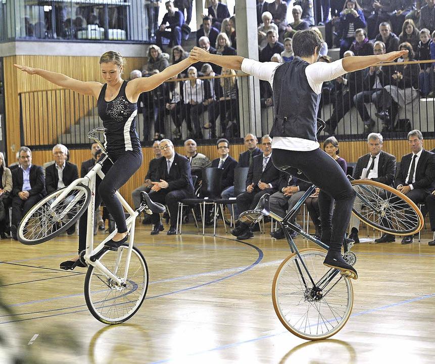 Kunstradfahren ist noch nicht olympisc...ahren gibt,  wird es schon mal geübt.   | Foto: Keller