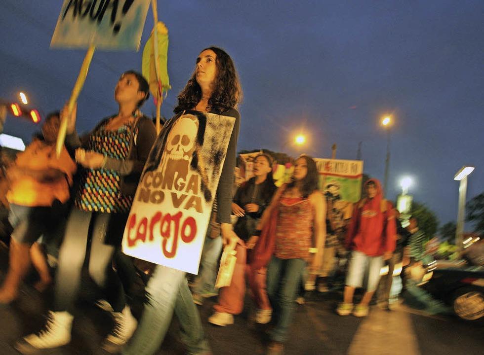 Immer wieder kommt es in der Provinzhauptstadt zu Kundgebung gegen den Bergbau.  | Foto: dpa